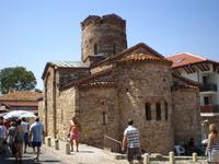 Церковь Св. Иоанна Крестителя была построена в конце Х века. Храм несколько раз перестраивали и реконструировали. Интерьер храма украшают великолепные фрески XIV и XVII веков, в том числе портрет мест