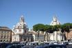 Рим. На холме  Палантин.Роскошные  пинии на переднем плане,за ними церкви   Санта Мария ди  Лорето и  Санта  Номе ди Мария.За пиниями виднеется  колонна ...