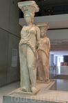 Оригиналы кариатид хранятся в Новом музее Акрополя. И сегодня, с утраченными руками и поврежденными лицами, кариатиды Эрехтейона сохраняют свое обаяние ...