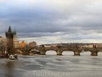 Рудольфиум расположен на берегу Влтавы, рядом с ним - Манесов мост, он носит имя Жосафа Манеса - автора нижнего циферблата Орлоя. С этого моста открывается ...