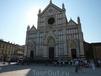 О, это Базилика Санта Кроче (святого креста).. Святое место для Италии - там погребены Микеланджело, Галилей, Макиавелли, Россини..
