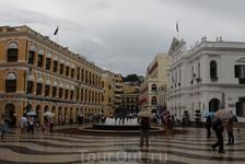 Площадь Сената (Ларго-дель-Сенадо)...