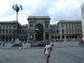 Перед входом в галерею Витторио Эммануэле