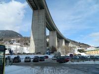 Стейнах ам Бренер. Австрия. Альпийские мосты -это что-то. Наверху 6 полос движения!