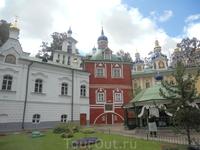 Псково-Печерский монастырь. Гармония цвета и настроения.