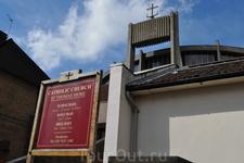 Встречаются и вот такие церкви...