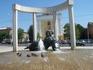 Погуляли по площади Ленина.Один из многочисленных фонтанов.