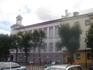это здание мэрии, построенное в сталинском стиле и, благодаря оригинальной раскраске, совсем об этом стиле не напоминающее