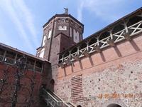 Вид боковой башни с внутреннего двора
