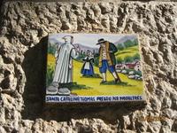 Таблички  на жилых домах г. Вальдемосса. Таким образом хозяева просят своих святых привлекать в их дом достаток и благополучие.