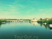 Прага красивая! Солнечный день, вид на Карлов мост.