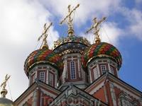 В 1913 году храм был полностью отреставрирован снаружи и внутри. Закрыт большевиками в 30-е годы. Во время Великой отечественной войны в помещении церкви ...