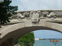 Грифоны у набережной-символ Крыма