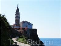 Главный храм города - Собор Святого Георгия (1344 г.) Вид со стороны моря.