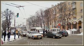 перекрёсток улиц: композиторов Воробьёвых и Ленинградской