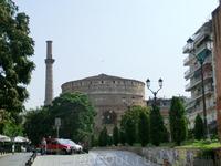 Гробница Галерия ( Ротонда святого Георгия) — сохранившаяся часть погребального (по другой версии дворцового) комплекса римского императора Галерия, построенного ...