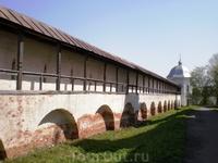 Переходы на крепостных стенах Горицкого монастыря