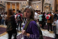"""Цитата Е. Гилберт: """"Я хожу смотреть на  Пантеон  при каждом случае, ведь как-никак, я живу  в   Риме , а в старой поговорке говорится, что кто был  в  ..."""