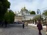 Народ стекается в Лавру.....Киево-Печерская Свято-Успенская Лавра находится на правом берегу Днепра, на высоких днепровских холмах. Первые монахи селились ...
