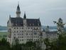 ...и приказал король возвести замок Нойшванштайн;замок был построен в 1869-1886 г.-гордый,с остроконечными башнями