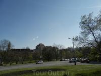 Вид на Крумловский замок со стороны  подъезда к городу