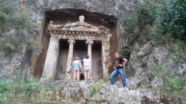 Ликийскиме гробницы в г.Фетхие (вход 5 лир с человека)
