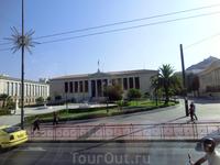 Афинский университет основан в 1837 году в усадьбе знаменитого архитектора Стаматиса Клеантиса. Это был первый университет в Греции и во всем восточно-средиземноморском ...