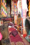 Монастырь Ронгбук Монахи и монахини живут в одном монастыре и празднуют буддийские праздники вместе. В прежние времена, Ронгбук был активным буддийским ...