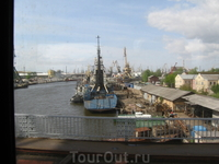 Вид на Преголю с железнодорожного моста из окна электропоезда на пути в Светлогорск.