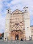 А вот это одно из зданий в городе, которое я очень хотела увидеть - поразительной красоты фасад церкви Святого Павла (iglesia conventual de San Pablo), принадлежащей доминиканцам. Строилась с 1445 по