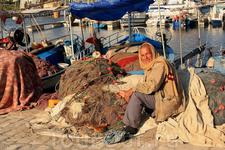 Рыбный порт где рыбу ловят и отправляют в кафешки.Очень живописные личности.