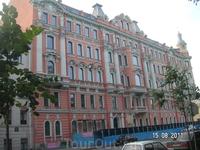 Потемкинская улица, дом 3 (угол Захарьевской)- бывший дом Шрейбера, построен в 1907 г на месте самого знаменитого дома свиданий; в доме снимались фрагменты ...