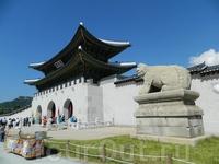 Главные ворота в комплекс.