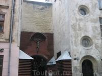 вход в Армянский собор