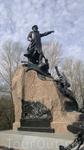 Памятник Макарову возле Морского собора