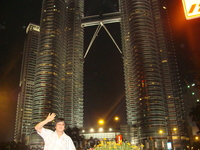 Башни-близнецы ночью