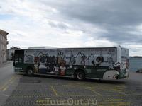 Реклама поглотила автобус.