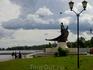 «Онего» — это стройный молодой воин в ладье, подаренный Петрозаводску Ленинградской областью. В одной руке юноша держит копье, другой рукой опирается на ...