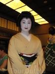 Гейко-сан ведет с нами светскую беседу...через переводчика..очень милая и обаятельная...