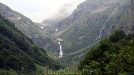 Вдали показались Имеретинские водопады