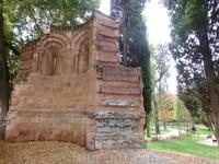 В 1893 году остатки купил Национальный музей археологии для того, чтоб восстановить ее во дворе музея как сооружение - памятник романскому стилю. Однако ...