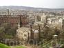 Со стены Эдинбургского замка открвается порясающий вид на город! На переднем плане стринный собор и кладбище 17-19 веков.