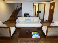 Лестница на второй этаж в другом типе номеров Kandolhu