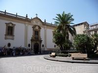 Площадь за церковью