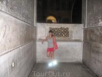 внутри Собора Айя-Софии_у кого нимб над головой светится, а у меня вокруг ног :)