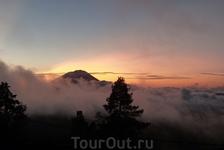 Вулкан Агунгг 3143 метра - ждем восхода.