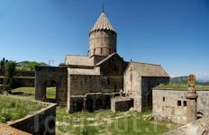 За стенами монастыря.