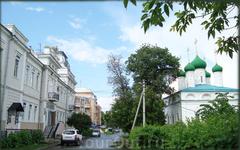 улица Бондарева (слева аптека №1 , справа церковь Архангела Михаила)