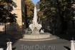 Старинный 1667г. фонтан Четырех Дельфинов