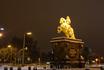 Одной из главных достопримечательностей Нового города является памятник Золотой Всадник, гордо стоящий на рыночной площади. Воздвигнут он был в честь Августа ...
